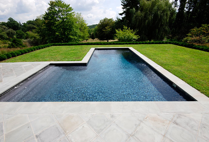 What Are The Top Trends In Swimming Pool Shapes?