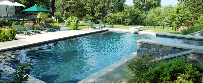 Installing an outdoor shower by your luxury swimming pool for Pool design mistakes