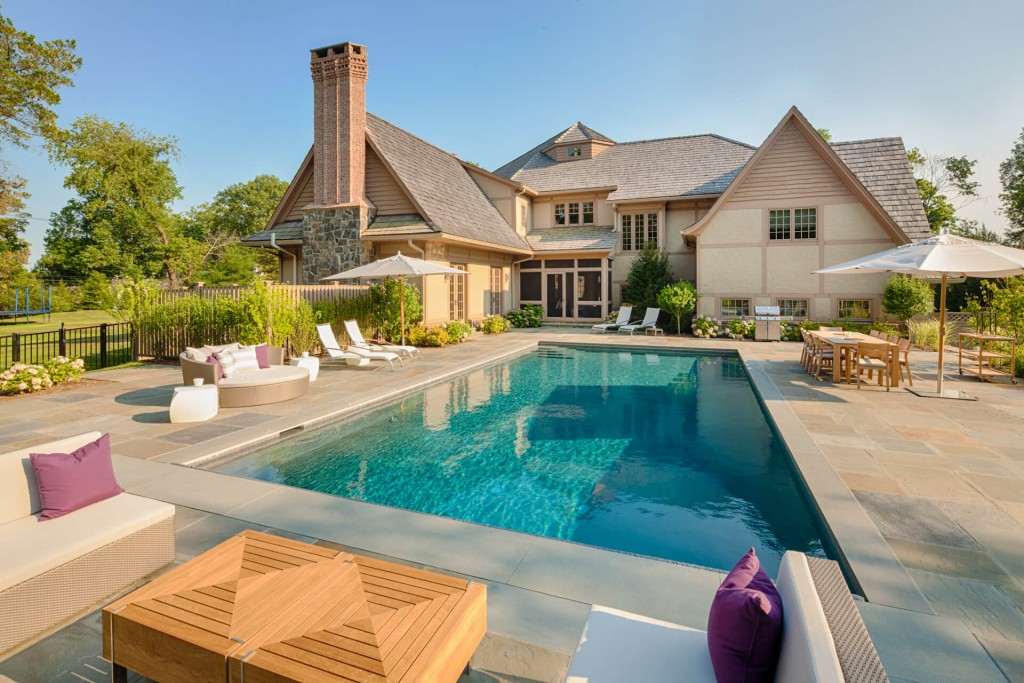 Expansive Entertaining Space Outdoor Living Shoreline Pools