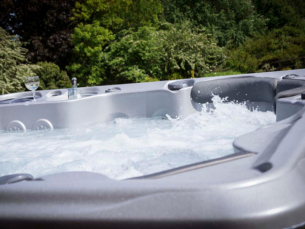 What are the best types of hot tubs shoreline pools for Types of hot tubs
